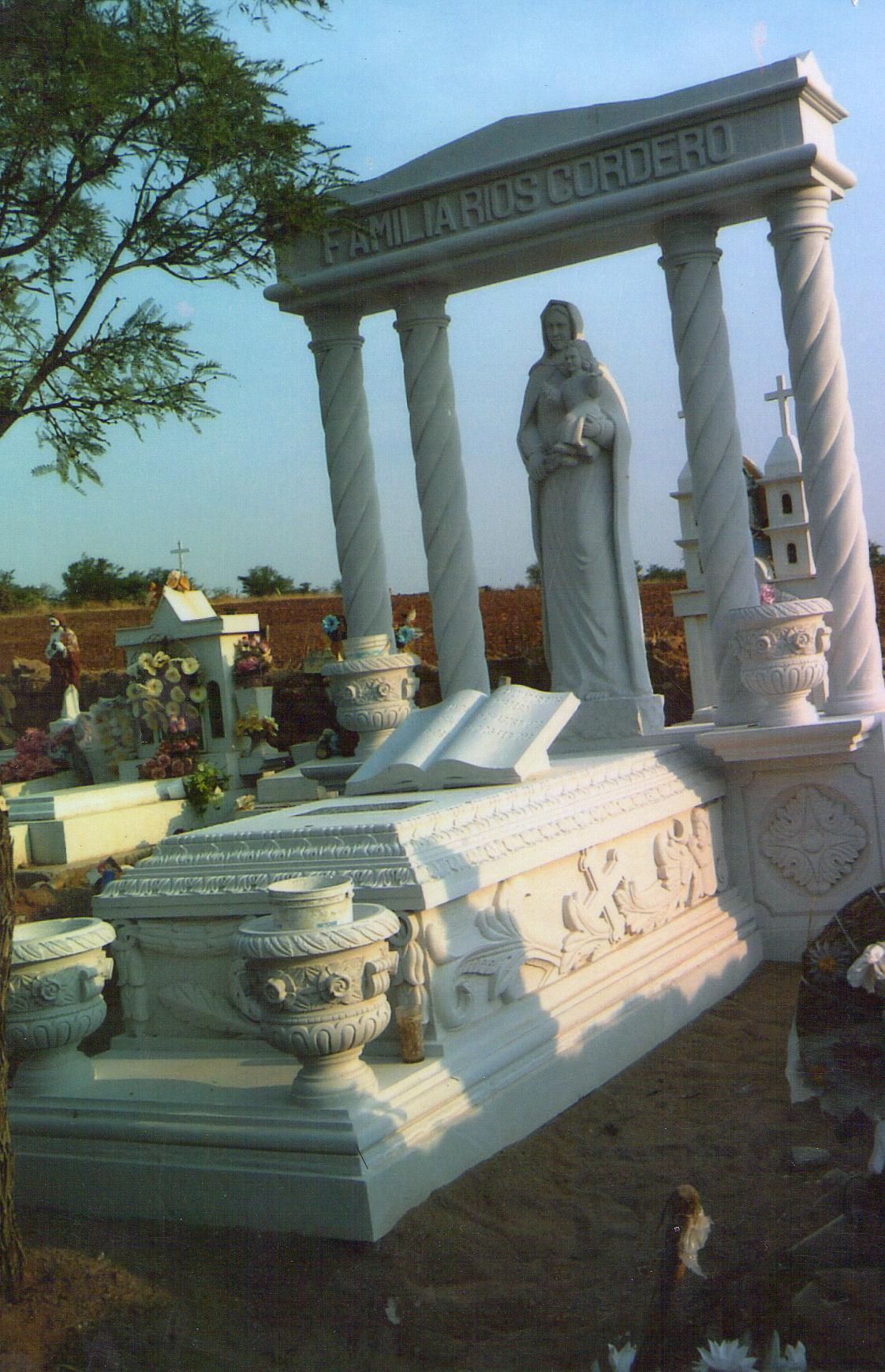 Im genes de lapidas y monumentos conmemorativos de marmol for Imagenes de marmol y granito